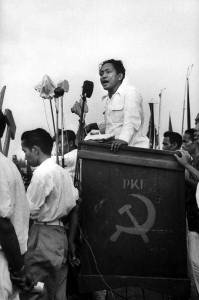 DN_Aidit_speaking_at_PKI_election_meeting_1955